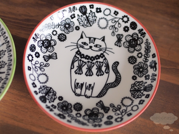 セリアの猫柄お皿