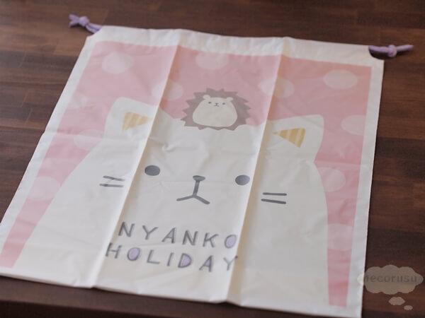 ダイソーの猫柄ポリ巾着、ナップサック