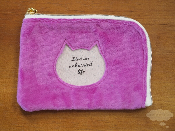 ダイソーの猫フラットポーチ紫