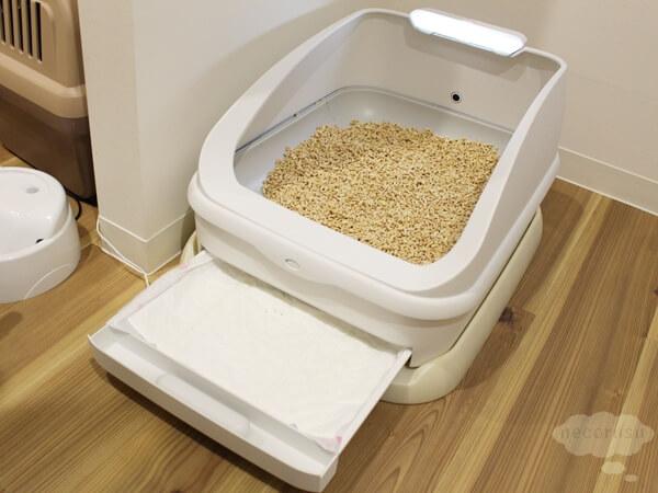 猫のおしっこ、体重管理ができるスマート猫トイレ「toletta(トレッタ)」のプロトタイプモデルの猫シートトレイ