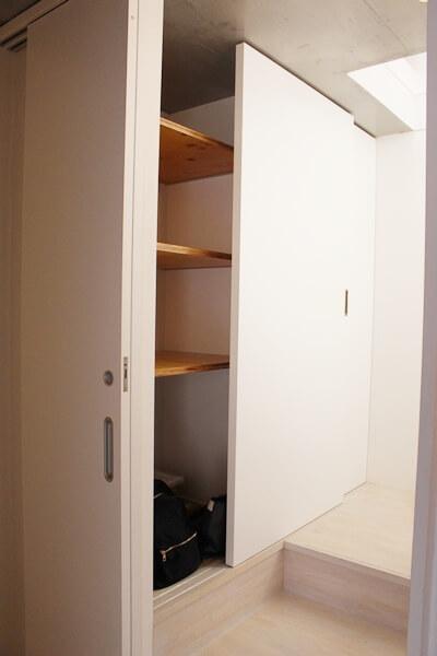 ネコリパ不動産、猫賃貸物件猫脱走防止扉