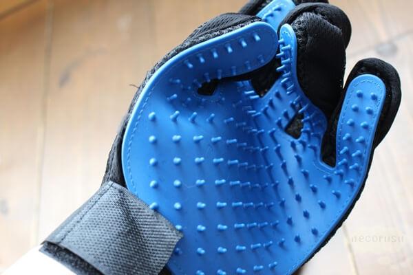 手袋タイプのブラッシンググローブ
