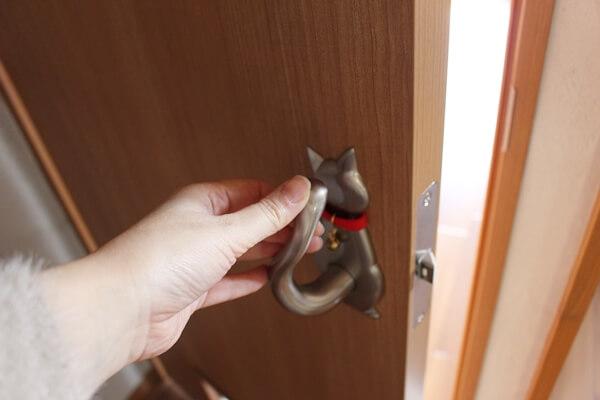 サノスケ不動産猫用賃貸住宅の猫のしっぽのドアノブ