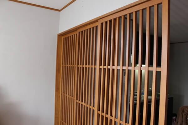 サノスケ不動産の猫のための賃貸住宅、猫用の柵付き仕切り戸