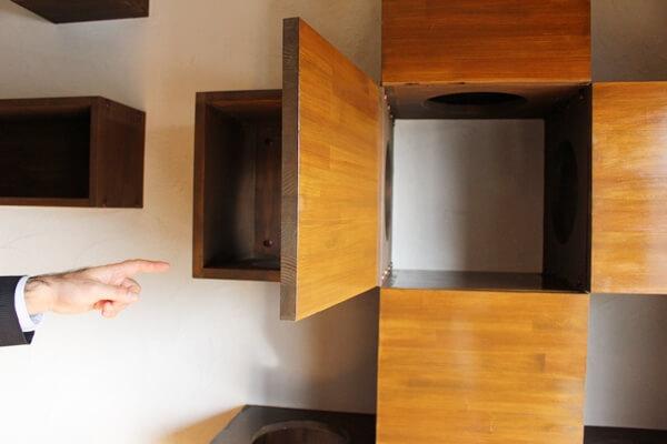 サノスケ不動産猫用賃貸部屋のキャットウォークで猫がかくれんぼできます