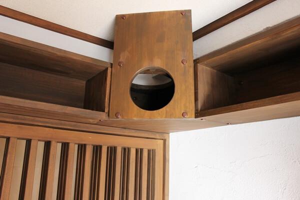 サノスケ不動産猫用賃貸部屋のキャットウォークの猫の隠れ場所