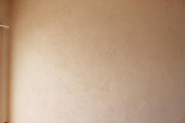 サノスケ不動産猫用賃貸住宅の壁はシラス壁で吸湿消臭性が高い