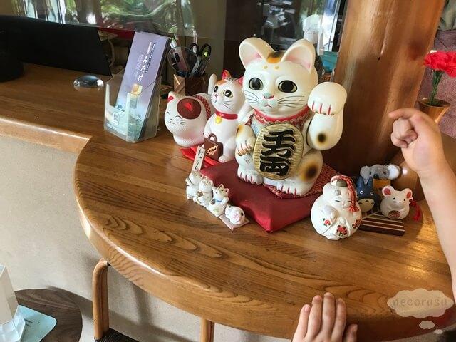 箱根仙石原、猫のいる温泉旅館みたけの招き猫
